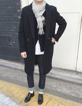 Un cardigan à porter avec des chaussures derby noires: Harmonise un cardigan avec un jean noir pour affronter sans effort les défis que la journée te réserve. Apportez une touche d'élégance à votre tenue avec une paire de des chaussures derby noires.