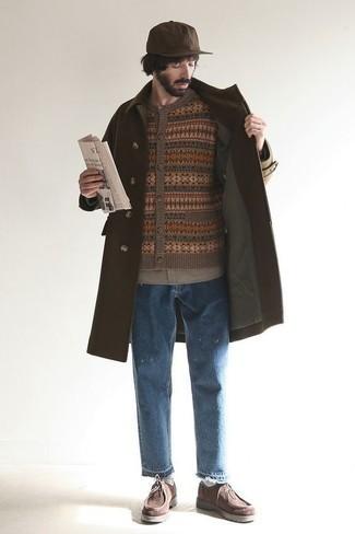 Comment porter une chemise à manches longues marron: Associe une chemise à manches longues marron avec un jean déchiré bleu pour un look idéal le week-end. Jouez la carte classique pour les chaussures et termine ce look avec une paire de des bottines chukka en daim marron foncé.