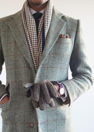 Comment porter: pardessus à carreaux gris, chemise de ville à rayures verticales blanche, cravate bleu marine, pochette de costume imprimée bordeaux