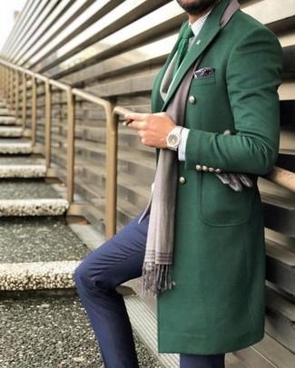 Comment porter: pardessus vert, chemise de ville à carreaux blanche, pantalon de costume bleu marine, cravate en tricot verte