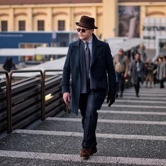 Comment porter un chapeau en laine marron foncé: Harmonise un pardessus bleu marine avec un chapeau en laine marron foncé pour une tenue relax mais stylée. D'une humeur audacieuse? Complète ta tenue avec une paire de mocassins à pampilles en daim marron.