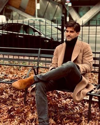 Comment porter un jean gris: Pense à associer un pardessus marron clair avec un jean gris pour achever un look habillé mais pas trop. Habille ta tenue avec une paire de bottines chelsea en daim tabac.
