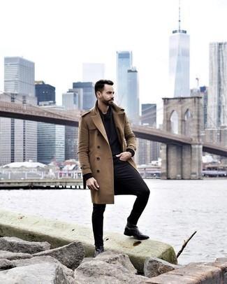 Comment porter un pardessus marron clair: Associe un pardessus marron clair avec un jean noir pour un look idéal au travail. Complète cet ensemble avec une paire de des bottines chelsea en cuir noires pour afficher ton expertise vestimentaire.