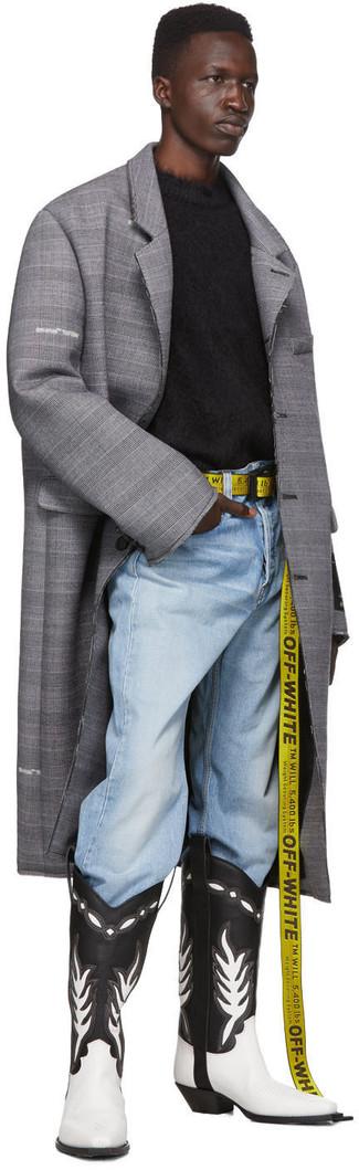 Comment porter: pardessus écossais gris, pull à col rond duveteux noir, jean bleu clair, bottes western en cuir noires et blanches