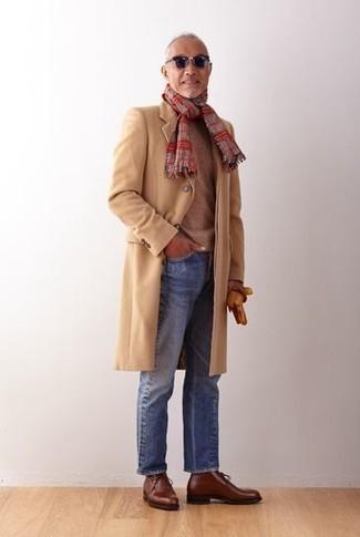 Comment porter des gants en cuir tabac: Essaie d'associer un pardessus marron clair avec des gants en cuir tabac pour un look confortable et décontracté. Fais d'une paire de des bottes de loisirs en cuir marron ton choix de souliers pour afficher ton expertise vestimentaire.