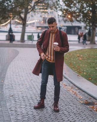 Comment porter un pull à col rond orange: Associe un pull à col rond orange avec un jean bleu marine pour un look de tous les jours facile à porter. Rehausse cet ensemble avec une paire de des bottes de loisirs en cuir bordeaux.