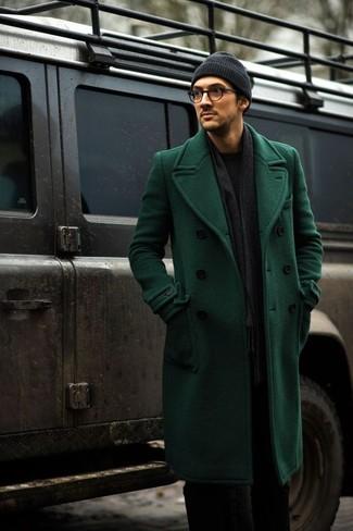 Comment porter: pardessus vert, pull à col rond noir, pantalon de costume noir, bonnet gris foncé