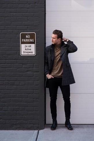 Comment porter un pull à col roulé marron: Pense à marier un pull à col roulé marron avec un jean skinny noir pour une tenue idéale le week-end. Jouez la carte classique pour les chaussures et fais d'une paire de des bottes de loisirs en cuir noires ton choix de souliers.