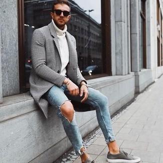 Tendances mode hommes: Harmonise un pardessus en pied-de-poule blanc et noir avec un jean skinny bleu clair pour un look de tous les jours facile à porter. Décoince cette tenue avec une paire de baskets basses en toile grises.