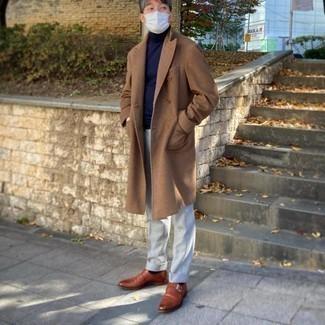 Tendances mode hommes: Opte pour un pardessus marron clair avec un pantalon de costume gris pour un look classique et élégant. Mélange les styles en portant une paire de monks en cuir tabac.