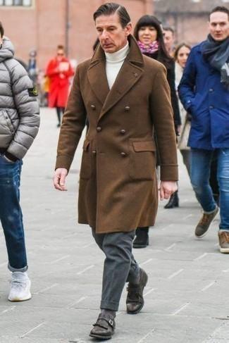Comment porter un pardessus marron: Pense à harmoniser un pardessus marron avec un pantalon de costume en laine gris foncé pour dégager classe et sophistication. Une paire de monks en cuir marron foncé apporte une touche de décontraction à l'ensemble.