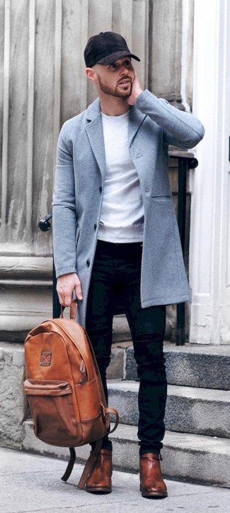 Comment porter: pardessus bleu clair, sweat-shirt blanc, jean skinny noir, bottines chelsea en cuir marron