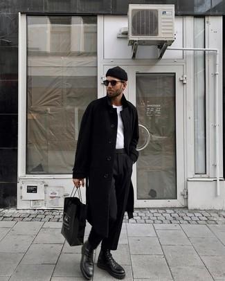 Comment s'habiller à 20 ans: Associe un pardessus noir avec un pantalon de costume noir pour dégager classe et sophistication. Pourquoi ne pas ajouter une paire de bottes de loisirs en cuir noires à l'ensemble pour une allure plus décontractée?