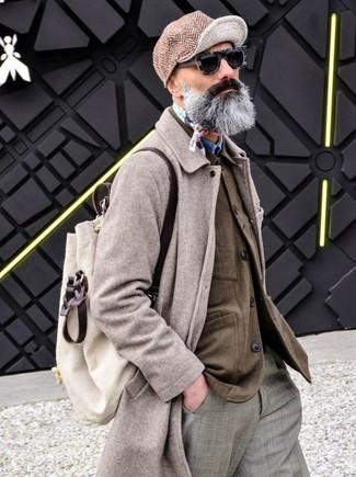 Comment porter: pardessus beige, veste-chemise marron, chemise en jean bleue, pantalon de costume écossais gris