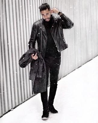 Comment porter un pull à col roulé noir: Essaie d'associer un pull à col roulé noir avec un jean noir pour un look de tous les jours facile à porter. Une paire de des bottines chelsea en daim noires apportera une esthétique classique à l'ensemble.