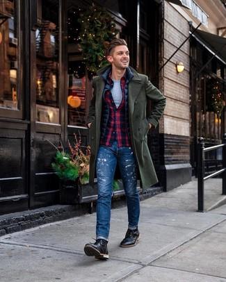 Comment porter: pardessus vert foncé, veste sans manches bleu marine, chemise à manches longues écossaise bleu et rouge, t-shirt à col rond gris