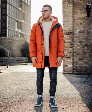 Comment porter une parka orange: Harmonise une parka orange avec un jean bleu marine pour une tenue relax mais stylée. Une paire de des baskets montantes en cuir bleu marine s'intégrera de manière fluide à une grande variété de tenues.