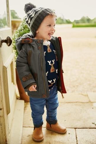 Comment porter: parka gris foncé, pull imprimé bleu marine, jean bleu, bottes en cuir marron clair