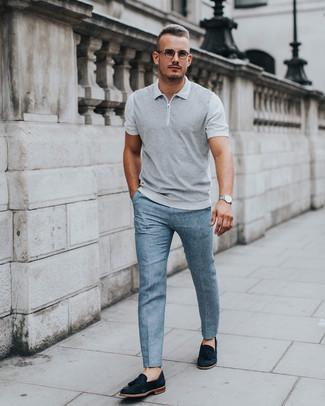 Comment porter: polo gris, pantalon de costume bleu clair, mocassins à pampilles en daim noirs, montre argentée