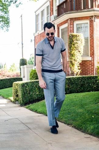 Comment porter: polo gris, pantalon de costume gris, slippers en daim bleu marine, lunettes de soleil noires