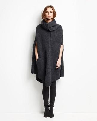 Pense à porter un poncho gris foncé pour un déjeuner le dimanche entre amies. Une paire de des cuissardes en daim noires est une option génial pour complèter cette tenue.
