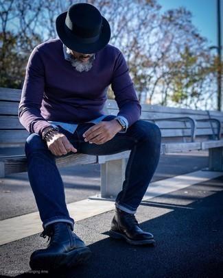Comment porter un bracelet: Associe un pull à col en v pourpre foncé avec un bracelet pour un look idéal le week-end. Une paire de des bottes de loisirs en cuir noires apportera une esthétique classique à l'ensemble.
