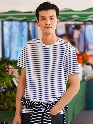 T-shirt à col rond à rayures horizontales blanc et bleu