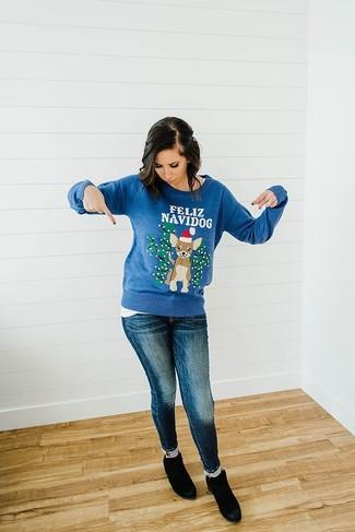 Les journées chargées nécessitent une tenue simple mais stylée, comme un pull à col rond de noël bleu et un jean skinny bleu marine. D'une humeur créatrice? Assortis ta tenue avec une paire de des bottines en daim noires Asos.