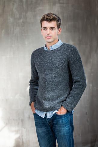 Essaie de marier un pull à col rond gris foncé Anvil avec un jean bleu pour obtenir un look relax mais stylé.