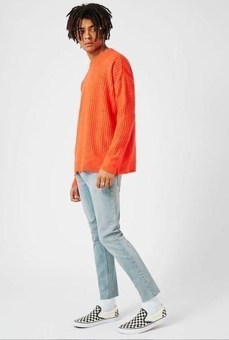 Comment porter un pull à col rond orange: Harmonise un pull à col rond orange avec un jean bleu clair pour un look de tous les jours facile à porter. Une paire de des baskets à enfiler en toile à carreaux noires et blanches est une option parfait pour complèter cette tenue.