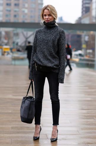 7f6e071649c9f Comment porter  pull à col roulé en laine gris foncé, jean skinny noir,