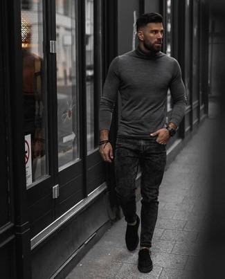 Comment porter une montre noire: Associe un pull à col roulé gris avec une montre noire pour un look confortable et décontracté. D'une humeur créatrice? Assortis ta tenue avec une paire de des baskets basses en toile noires.