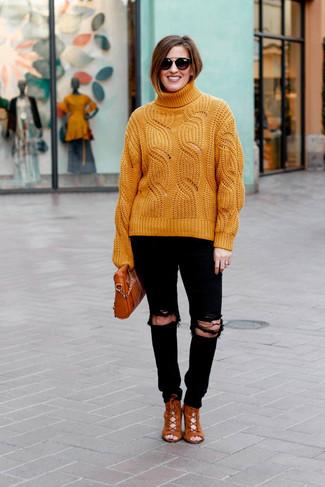Comment porter: pull à col roulé en tricot orange, jean skinny déchiré noir, bottines à lacets en daim tabac, sac bandoulière en cuir tabac