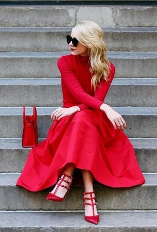 Comment porter des escarpins en cuir rouges: Associe un pull à col roulé rouge avec une jupe mi-longue plissée rouge et tu auras l'air d'une vraie poupée. Une paire de des escarpins en cuir rouges est une option judicieux pour complèter cette tenue.