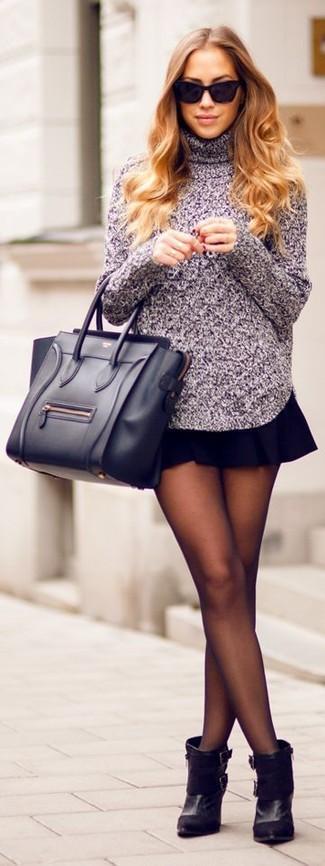 Pour une tenue de tous les jours pleine de caractère et de personnalité essaie d'harmoniser un pull à col roulé en tricot pourpre avec une jupe patineuse noire. D'une humeur créatrice? Assortis ta tenue avec une paire de des bottines en daim noires.