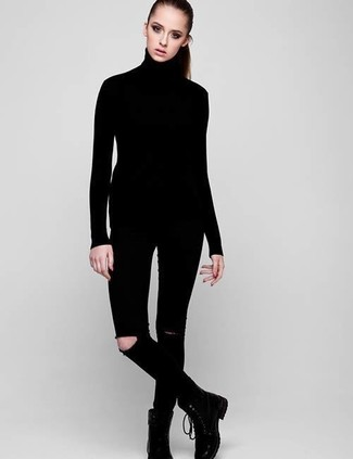 Comment porter: pull à col roulé noir, jean skinny déchiré noir, bottines plates à lacets en cuir noires