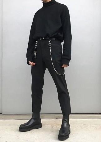 Comment porter: pull à col roulé noir, pantalon chino noir, bottines chelsea en cuir noires, ceinture en cuir noire
