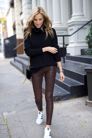 Pantalon slim en cuir marron foncé Unravel Project