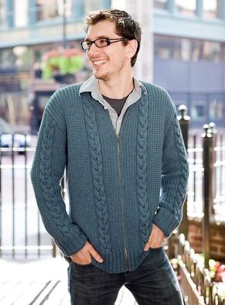 Comment porter une chemise à manches longues à carreaux grise: Marie une chemise à manches longues à carreaux grise avec un jean bleu marine pour un look de tous les jours facile à porter.