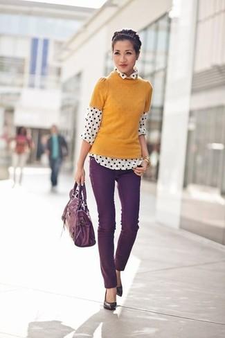 Comment porter un cartable en cuir pourpre foncé: Marie un pull à manches courtes moutarde avec un cartable en cuir pourpre foncé pour un look idéal le week-end. Une paire de des escarpins en cuir pourpre foncé est une option judicieux pour complèter cette tenue.
