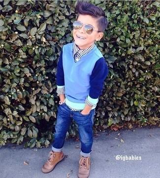 Comment porter: pull bleu clair, chemise à manches longues en vichy bleu marine, jean bleu, bottes marron