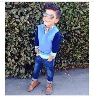 Comment porter: pull bleu clair, chemise à manches longues bleu marine, jean bleu marine, bottes marron clair