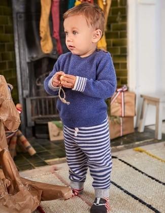 Comment porter: pull bleu marine, pantalon de jogging à rayures horizontales bleu marine