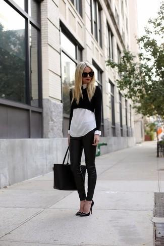 Pour créer une tenue idéale pour un déjeuner entre amis le week-end, essaie d'associer un pull court noir avec un pantalon slim en cuir noir. Une paire de des escarpins en cuir noirs est une option génial pour complèter cette tenue.