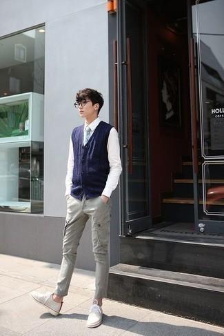 Comment s'habiller à l'adolescence: Pense à opter pour une chemise de ville blanche pour dégager classe et sophistication.