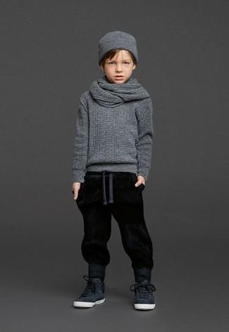 Comment porter: pull gris, pantalon de jogging noir, baskets noires, bonnet gris