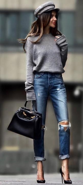 Comment porter une casquette plate: Pense à harmoniser un pull surdimensionné gris avec une casquette plate pour une tenue idéale le week-end. Une paire de des escarpins en cuir noirs est une option astucieux pour complèter cette tenue.