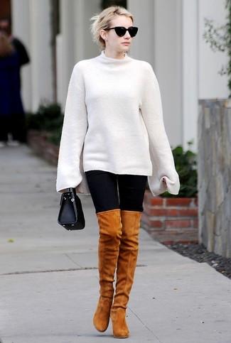 Comment porter: pull surdimensionné blanc, leggings noirs, cuissardes en daim tabac, sac à main en cuir noir