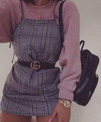 Pense à opter pour un pull surdimensionné en tricot rose et une montre dorée Michael Kors pour une tenue relax mais stylée.