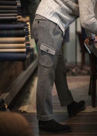 Essaie d'harmoniser un pull torsadé beige hommes Gant avec un pantalon cargo en laine gris pour obtenir un look relax mais stylé. D'une humeur audacieuse? Complète ta tenue avec une paire de des bottines chukka en daim noires.